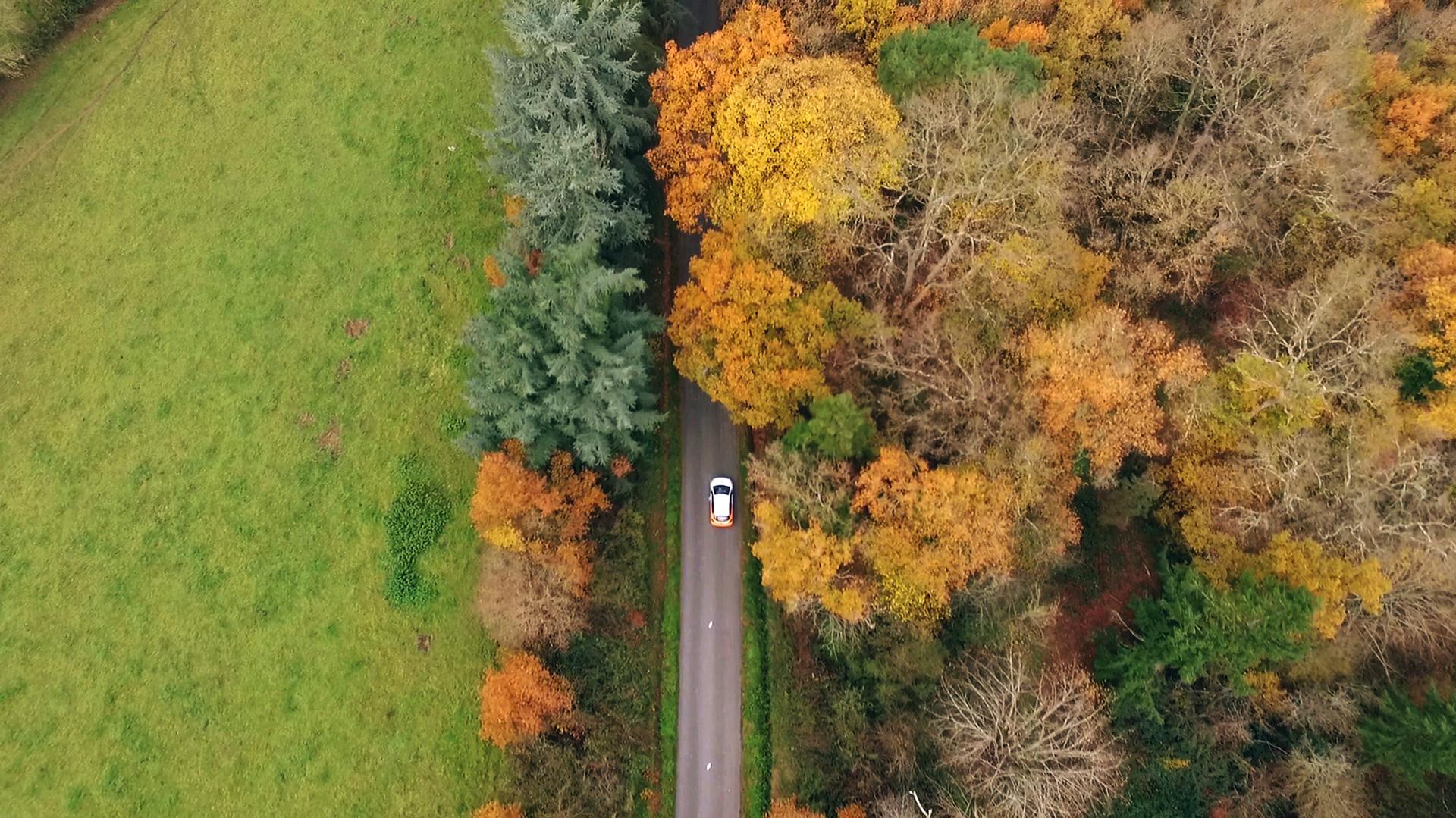 Prise de vue aérienne d'une voiture